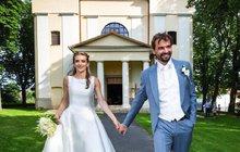 Svatba jako z pohádky! Známý slovenský muzikálový režisér a choreograf Ján Ďurovčík (48) pojal na haličském zámku u Lučence za manželku muzikálovou herečku Barboru Hlinkovou (23).