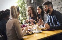 Nové srovnání cen podle měst: Drastické zvýšení cen obědů v restauracích!