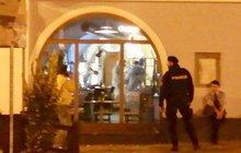 Krvavý večer v restauraci v Rychnově nad Kněžnou: Manžel střelil ženu do hlavy…
