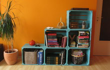 Nábytek z bedýnek - Originální regál na knihy!