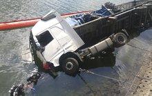 Při nehodě uhořel řidič!