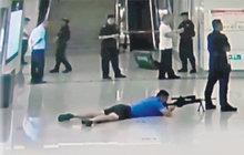 Odstřelovač sejmul únosce: Dvě hodiny číhal na chybu pod nohama kolegy