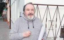Bavič Petr Novotný (72) se potýká s řadou zdravotních potíží...