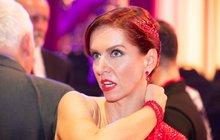 Moderátorka Nora Fridrichová (42) udělala vdruhé epizodě taneční soutěže velký pokrok, přesto byl verdikt diváků nemilosrdný. Musela zkola ven. Kdyby možná tušili, co vté chvíli prožívala, byli by shovívavější.