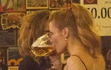 Na večírek po prvním vyřazování v centru Prahy přijela v noci policie! Někdo ji na hvězdy StarDance zavolal proto, že prý ruší noční klid.