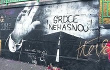 Nepovedené graffiti Karla Gotta (†80) v Plzni je předělané: Portrét nahradil nápis