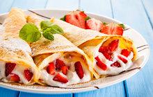 Letní ovoce: Špaldové palačinky s jahodami