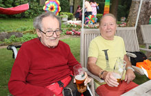 Janda celebrated with the whole family: Beer with a brother in a wheelchair