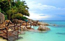 Stylové kousky na pláž: Přibalte si s sebou sarongy, tuniky, žabky a tašky!
