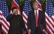 Donald Trump (72) a jeho severokorejský protějšek Kim Čong-un (35) jsou v podstatě nepřátelé, ovšem mají víc společného, než by chtěli připustit. Oba mohou rozpoutat nukleární apokalypsu, oběma nemůže (přinejmenším) půlka planety přijít na jméno... A oba mají jedny z nejpříšernějších účesů.