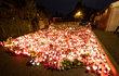 Pietní místa rozloučení s Karlem Gottem byla nejen na Žofíně (v pátek) a na Hradě (v sobotu), ale i na pražském Smíchově.