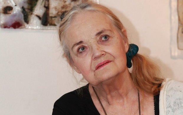 Národ o víkendu zasáhla smrt divadelní a filmové legendy Gabriely Vránové (†78)! Aničce Čihákové z Chalupářů selhaly ledviny oslabené jejím ročním bojem s rakovinou. Málokdo přitom ví, že až do smrti se skvělá herečka a recitátorka trápila tím, že neměla v kultovních Chalupářích velký prostor.