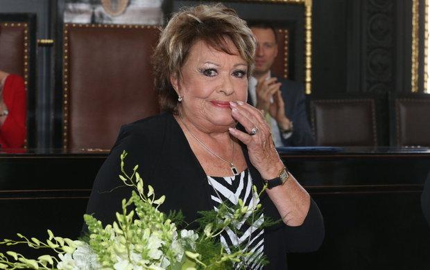 Trapas, i když nechtěný! Jiřina Bohdalová (86) na slavnostním zahájení Febiofestu »pohřbila« francouzského herce a zpěváka Charlese Aznavoura (93), který na 25. ročníku filmového festivalu převzal čestnou cenu Kristián. A ještě se tomu smála!