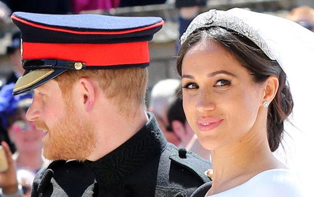 Meghan Markle se jen před pár dny ukázala jako nádherná královská nevěsta. Každá jiná žena by si jistě na svatbu sbritským princem nechala udělat nějaké luxusní líčení. Americká herečka se ale vdávala bez make-upu. Její pihy a fleky na kůži tak viděl celý svět!