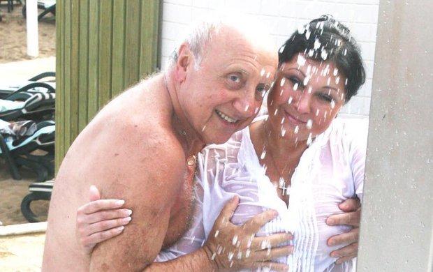 Manželství Dády Patrasové (62) a Felixe Slováčka (75) už je spíše jen formální. Oba sice mají nové partnery, ale vypadá to, že na některé společné radosti úplně nezapomněli. O jejich společném sexu vminulosti mluvil hlavně Felix, teď ale promluvila Dáda.