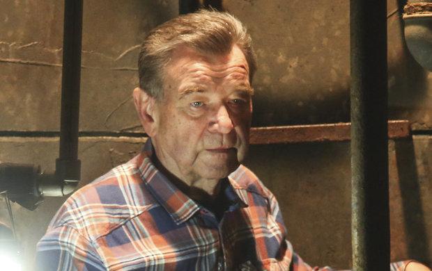 Dál statečně bojuje se zákeřnou nemocí. Václav Postránecký (75) si ale netroufá odhadovat svůj zdravotní stav. Když se mu deník Aha! dovolal, měl radost, že je doma.