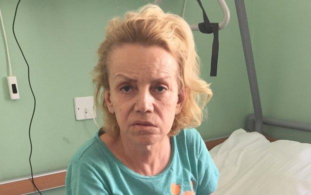 """Žaludek a dvanácterník. Tyhle dva orgány Hany Krampolové (58) teď na interně pražské Nemocnice na Františku pečlivě vyšetřuje tým lékařů. Aby našli konkrétní přičiny jejího stavu. """"A Hanka tam bude hospitalizována tak dlouho, dokud se na příčinu jejího nechutenství nepřijde,"""" sdělil deníku Aha! její manžel Jiří Krampol (80)."""