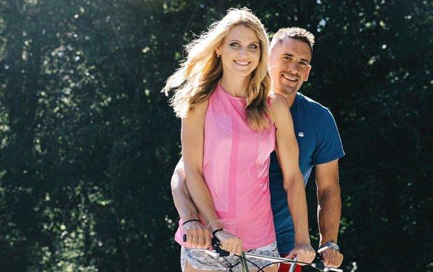 Namáhat se s těhotenským bříškem? To Lucie Šafářová (32) nemusí, všechno za ni obstará její láska Tomáš Plekanec (36)!