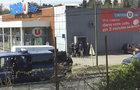 ÚTOK ve Francii: Ozbrojený muž se hlásí k ISIS a drží rukojmí!