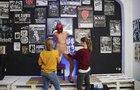 Výstava nahých mužů v Praze: Nejen na penis si můžete i sáhnout!
