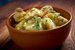Selský salát se slaninou a bramborem