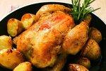 Česnekové brambory s pečeným kuřetem