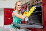Gruntujeme v kuchyni: Jak snadno vyčistit sporák, troubu i digestoř?