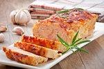 5 základních chyb při přípravě sekané. Libové maso, málo koření a syrová cibule