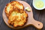 Rychlé a levné večeře ze starých brambor! Placky, pizza nebo zapečené v troubě