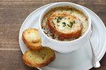Podzimní polévky zahřejí a dodají sílu! Cibulačka, gulášovka, fazolačka nebo čočková