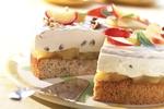Ořechový dort s jablečnou náplní a tvarohovým krémem