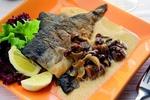 Dušená ryba se smetanovou omáčkou