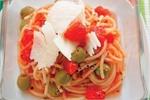 Špagety s olivami a rajčaty