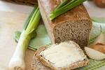 Chléb s cibulí a majoránkou
