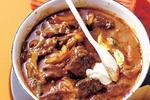 Klasická gulášová polévka se smetanou