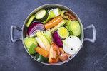 Nejlepší recept na domácí zeleninový bujon. Zmrazte si ho do zásoby!