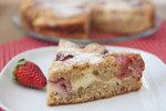 Tenhle koláč zachutná všem milovníků jahod a ořechové chuti. Je dokonalý a rychle hotový.
