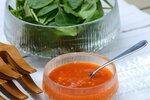 Došla vám inspirace na salátový dresink? Otestujte tenhle francouzský, v němž se snoubí chuť hořčice s paprikou a rajčaty.