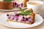 Letní dezerty z lesního ovoce: Ostružinový koláč, muffiny nebo hrníčková buchta