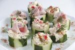 Plněné okurky tuňákovým krémem máte hned hotové a chutnají naprosto skvěle.