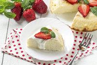 9 nedělních dezertů z jogurtu: Bábovka, kelímkový koláč nebo nadýchaný dort!