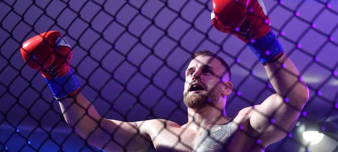 Patrik Kincl s přehledem zvládl svoji boxerskou premiéru