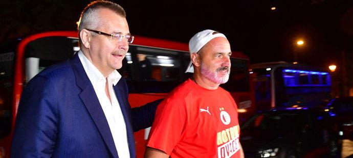 Jindřich Trpišovský si obarvil vousy na červeno