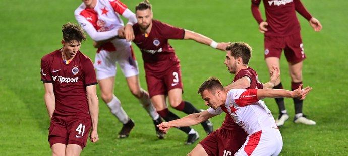 Stanislav Tecl dává druhý gól Slavie v derby se Spartou