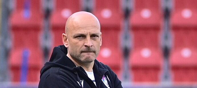 Zasmušilý Adrian Guľa během zápasu Plzně proti Příbrami
