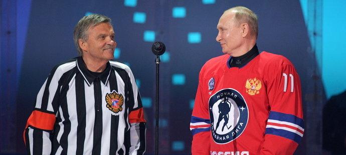 Hokejový šéf René Fasel dělal stafáž ruskému prezidentovi.