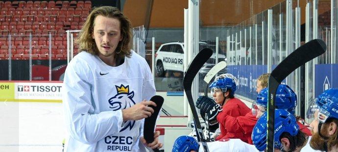 Český obránce Libor Šulák během tréninku národního týmu v Lotyšsku