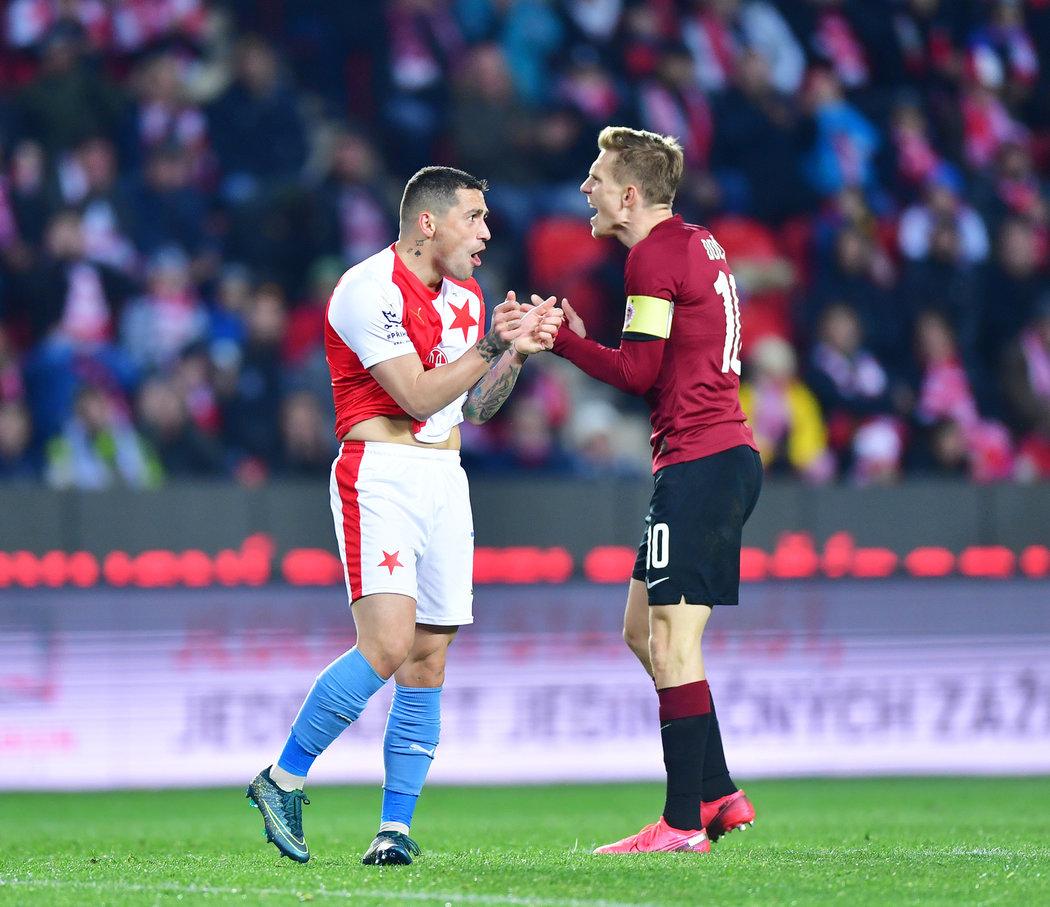 Nicolae Stanciu a Bořek Dočkal reagují v derby Slavia - Sparta