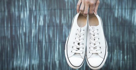 Jak vyčistit bílé boty  Kožené dfd34c4a69