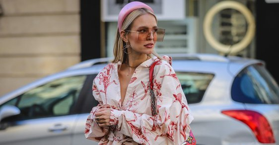 Street style v Paříži a čelenka Prada